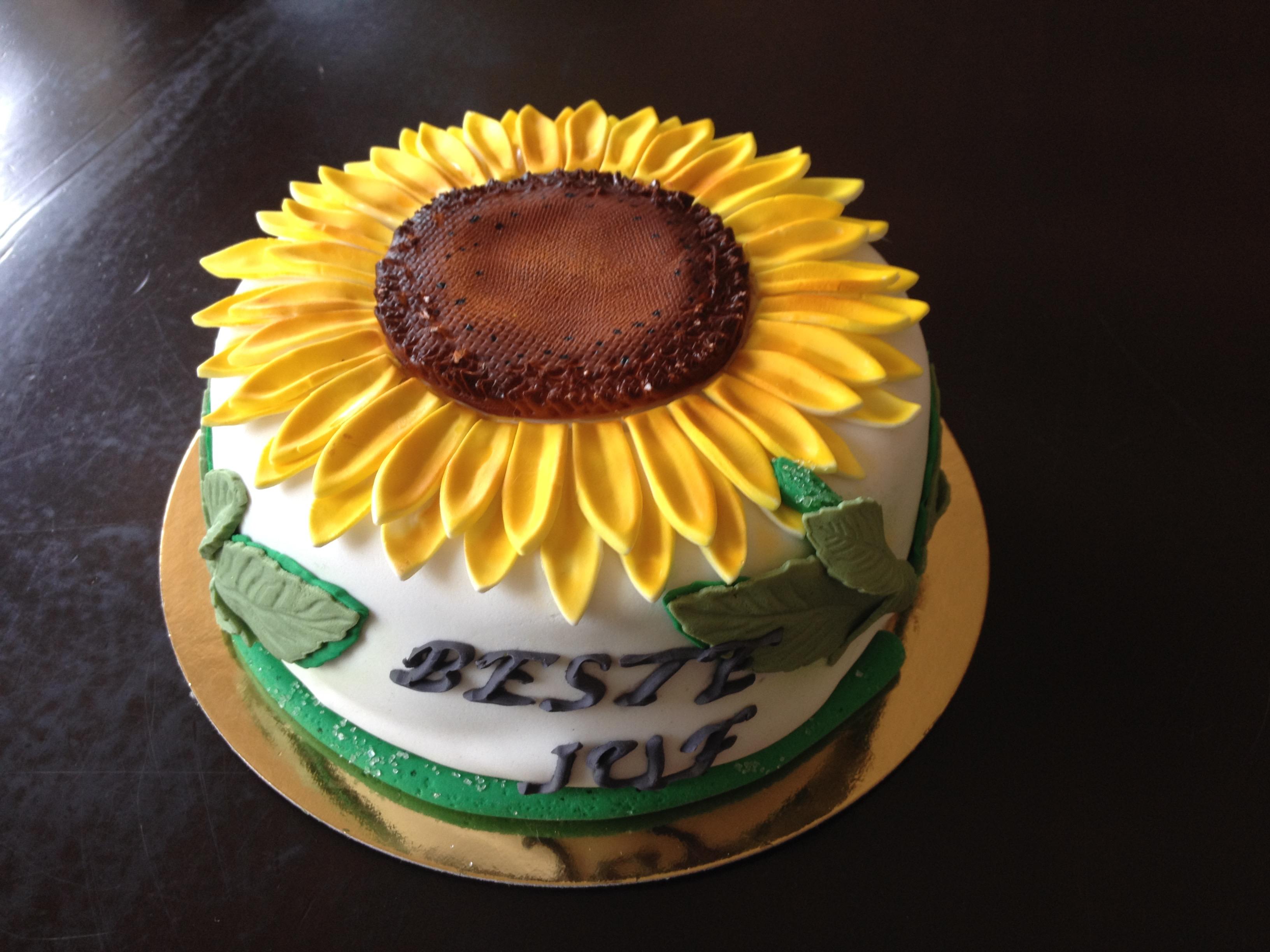 Heerlijke taart met mijn favoriete zonnebloem als dank
